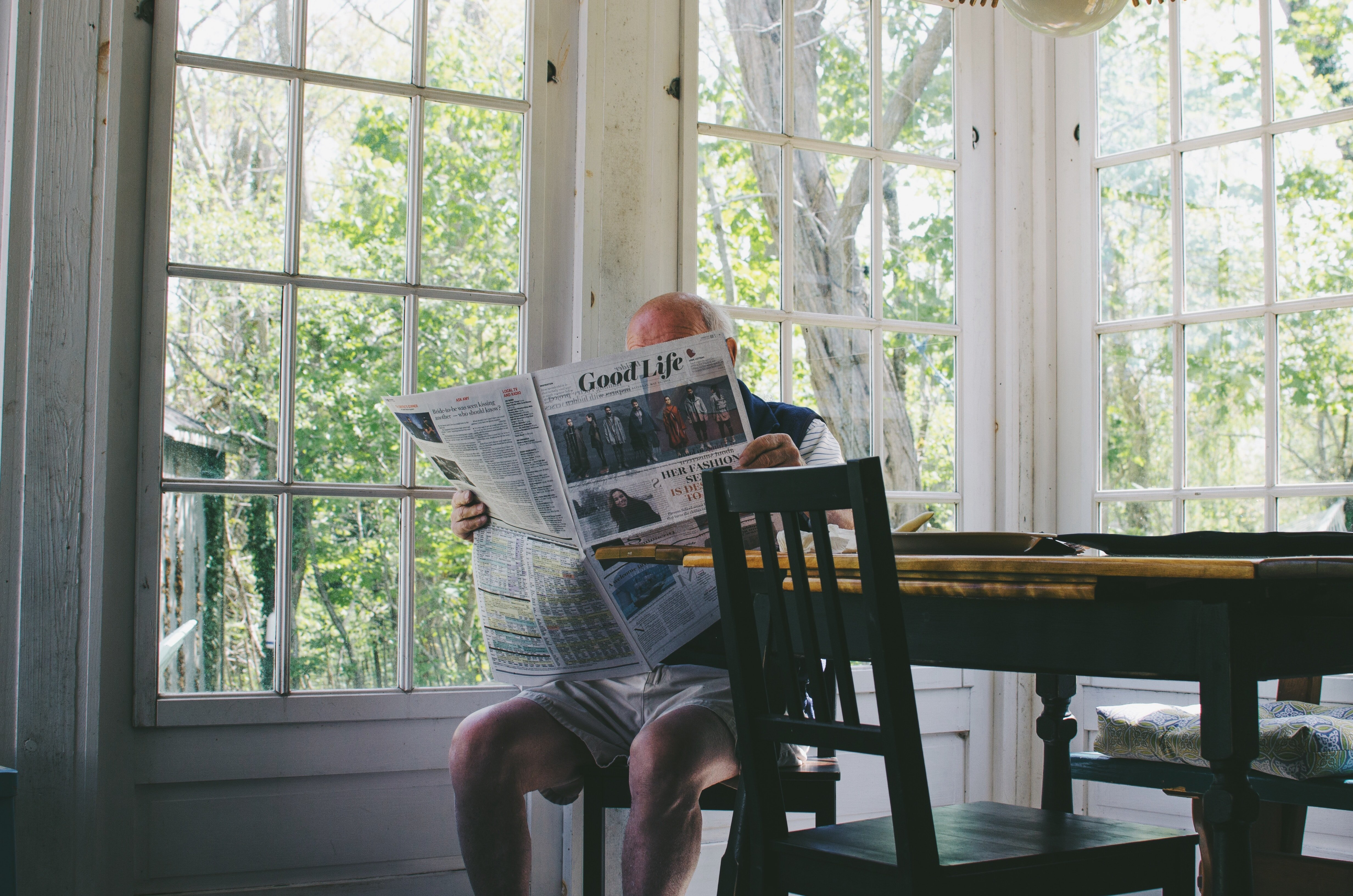 An old man reading the news in an apartment. | Source: Unsplash