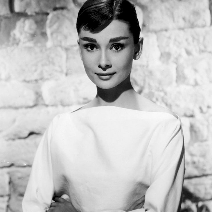 Portrait of Belgian-born American actress Audrey Hepburn (1929 - 1993) in a white long-sleeved dress, mid 1950s. | Photo: Getty Images