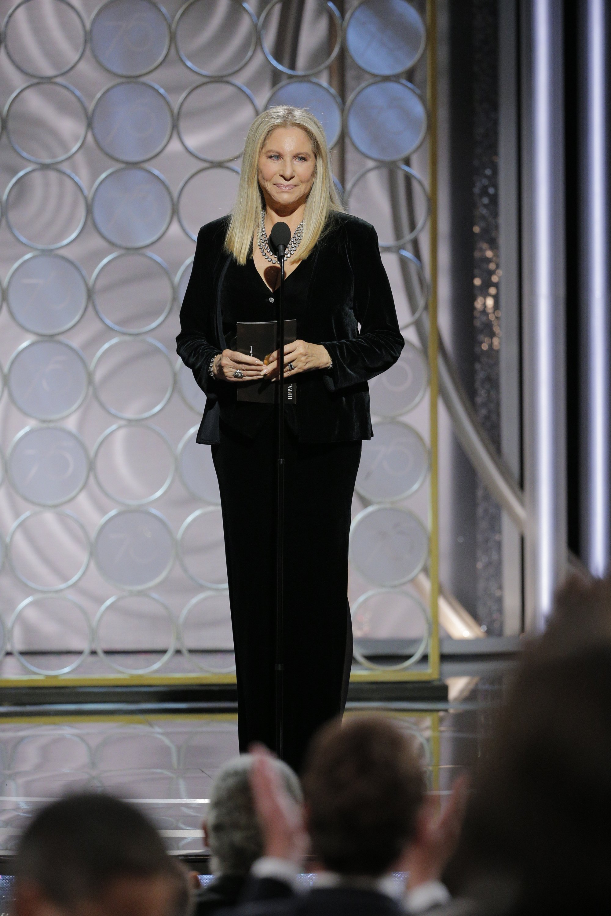Barbra Steisand gives a speech at the 2018 Golden Globe Awards | Photo: Getty Images