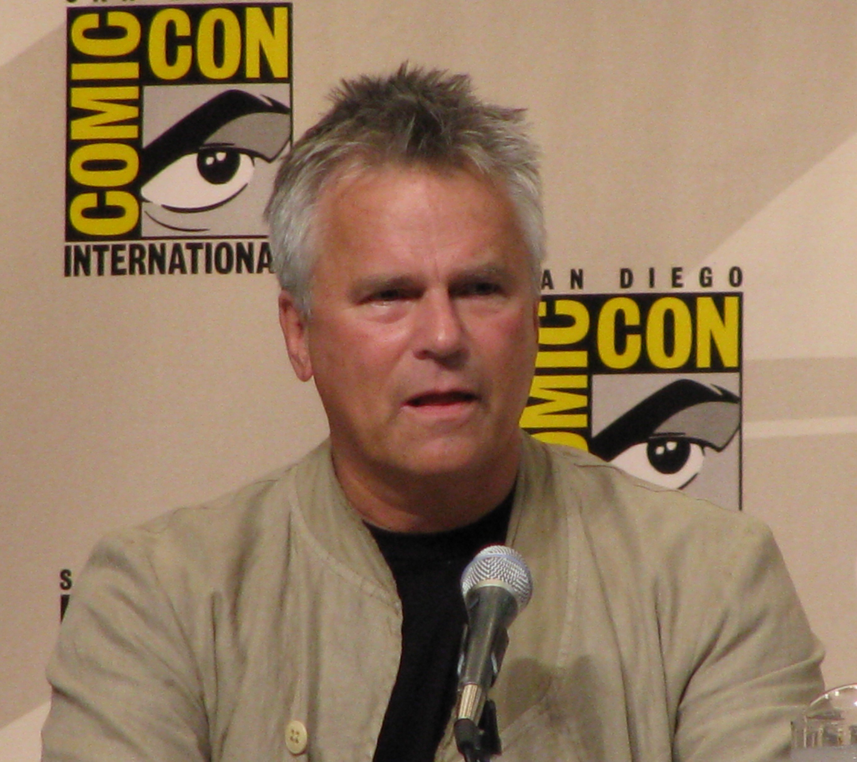 Richard Dean Anderson at Comic Con 2008 | Source: Wikimedia Commons