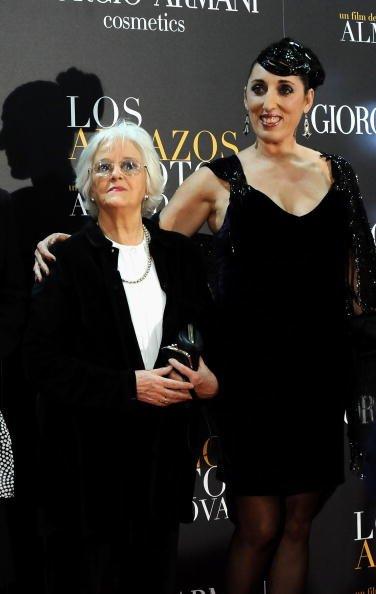 """Chus Lampreave y Rossy de Palma en la premiere de """"Los Abrazos Rotos"""" en Proyecciones cinema en Marzo 18 de 2009 en Madrid, España.   Foto: Getty Images"""