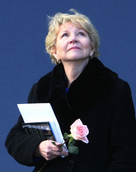 June Scobee Rodgers on January 28, 2011 during the playing of the National Anthem at Kennedy Space Center's Visitor Complex in Florida. | Photo: Getty Images