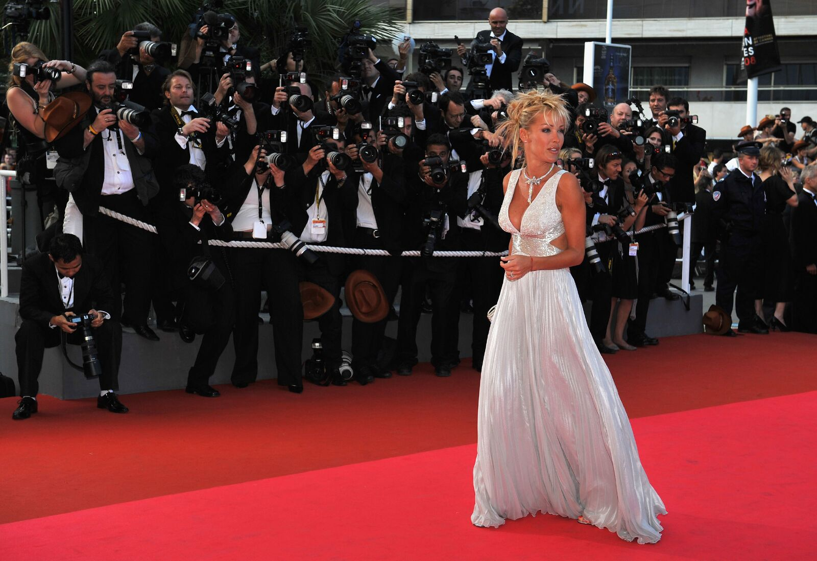La chanteuse Ophélie Winter sur le tapis rouge. | Photo : Getty Images