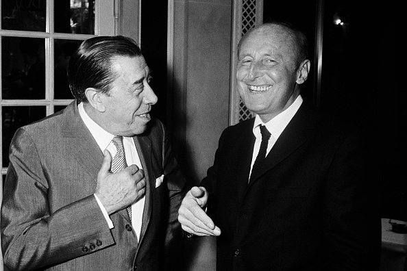 Fernandel et André Bourvil partagent un rire. | Photo : Getty Images