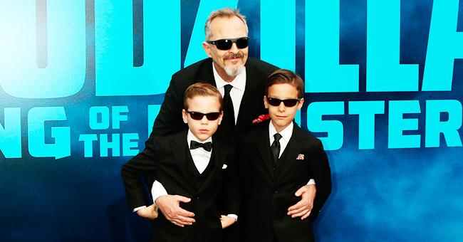 Miguel Bosé y dos de sus hijos sorprenden posando con faldas en la alfombra roja