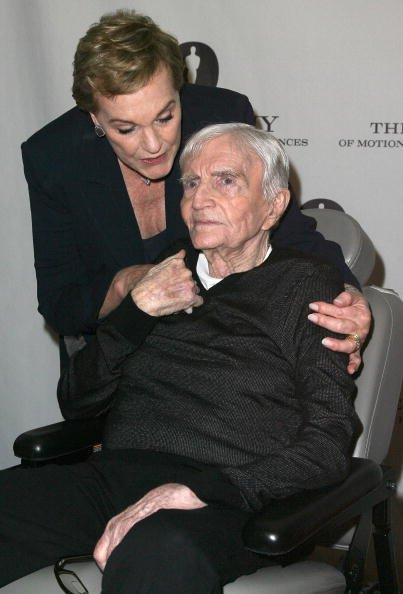 Blake Edwards and Julie Andrews on September 30, 2010 in Beverly Hills, California. | Photo: Getty Images