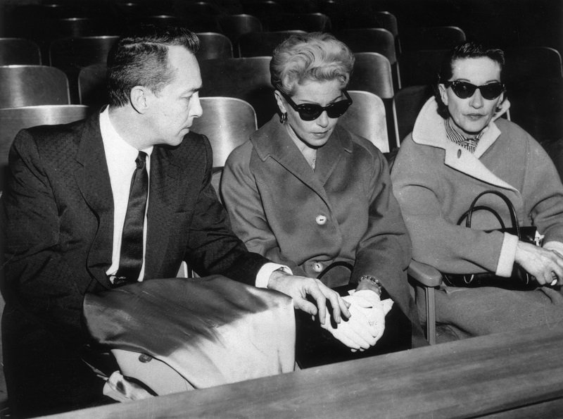 Lana Turner and ex-husband Steve Crane at the murder trial of Cheryl Crane in 1958   Photo: Getty Images