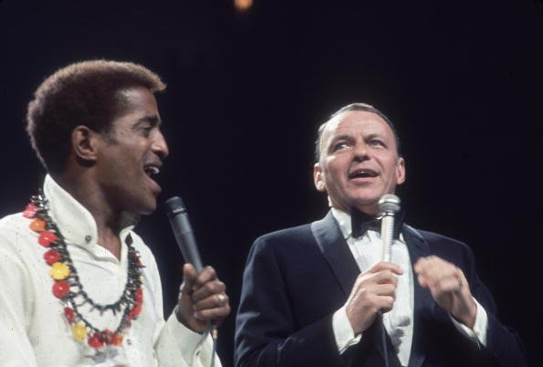 Frank Sinatra and Sammy Davis Jr. at anti-defamation rally in Madison Square Garden, New York City, circa 1960s. | Photo: Getty Images