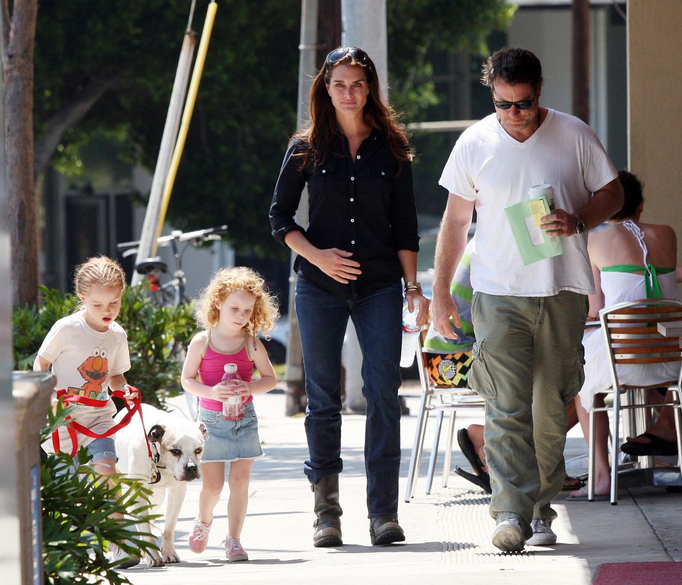 June 27, 2009 Brooke Shields, her husband Chris Henchy and their daughters Rowan Francis and Grier Hammond in Brentwood at a cafe and then at a park.    Photo: Getty Images