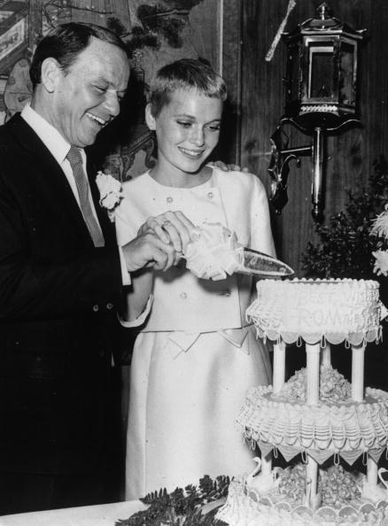 Frank Sinatra and actress Mia Farrow cutting their wedding cake at Las Vegas. | Photo:Getty Images