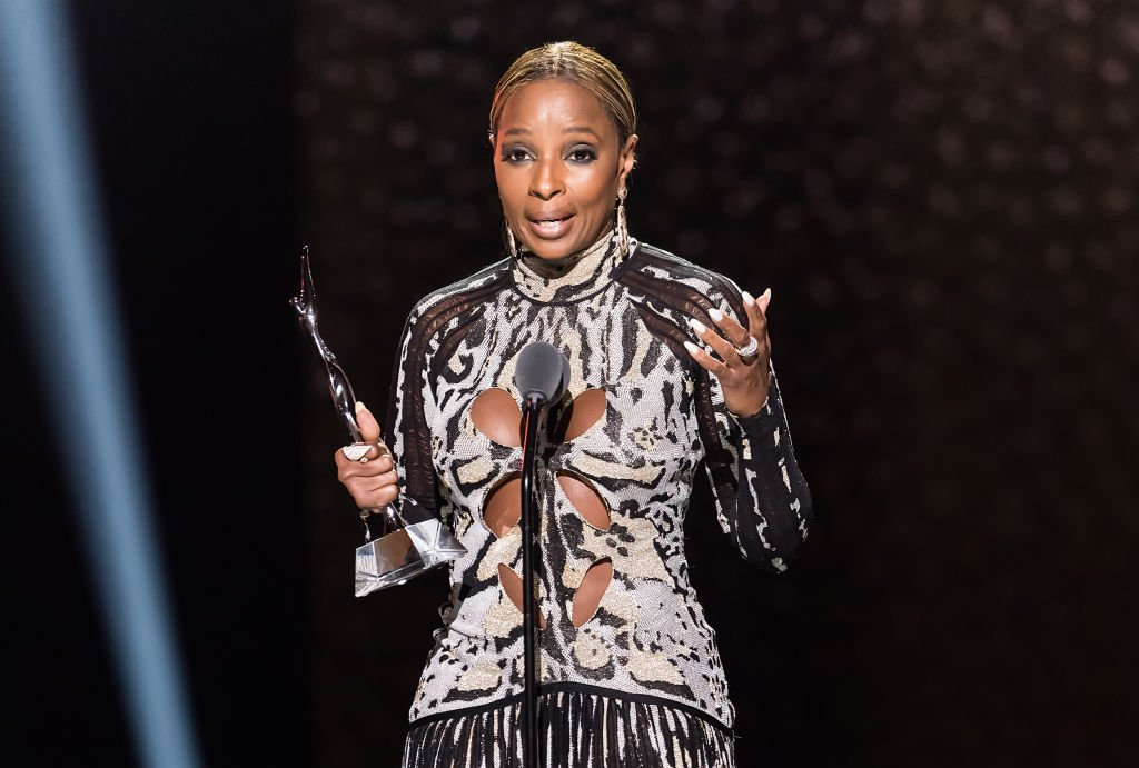 Queen of Hip Hop Soul Mary J. Blige speaks onstage after accepting the Star Power Award during the 2018 Black Girls Rock! at Newark, New Jersey. | Photo: Getty Images