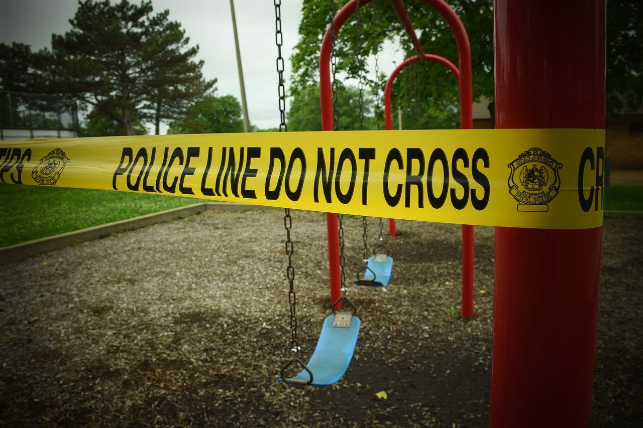 A police cautionary tape wound up at a playground | Photo: Pixabay/Allison Barnett