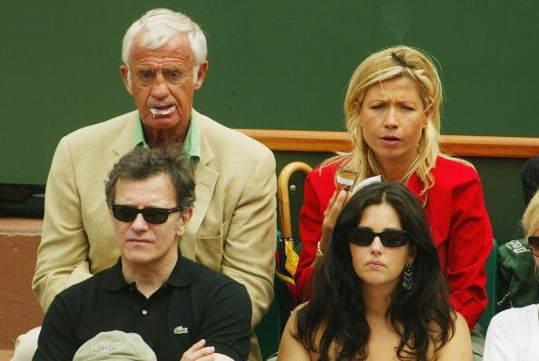 L'acteur français Jean Paul Belmondo et son épouse Nathy le 8 juin 2003 à Roland Garros à Paris, France. | Photo : Getty Images