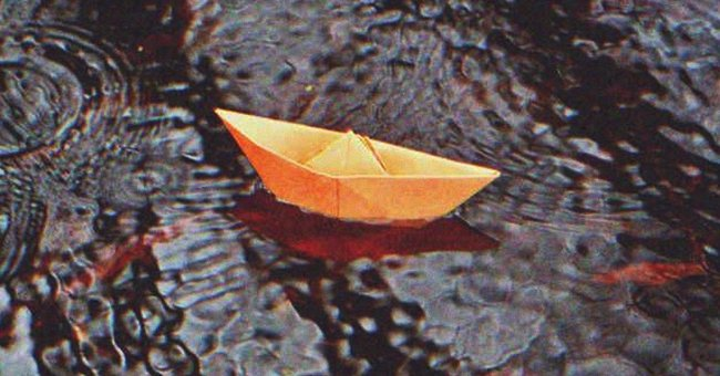 A boy sent me a paper boat asking for help | Photo: Shutterstock