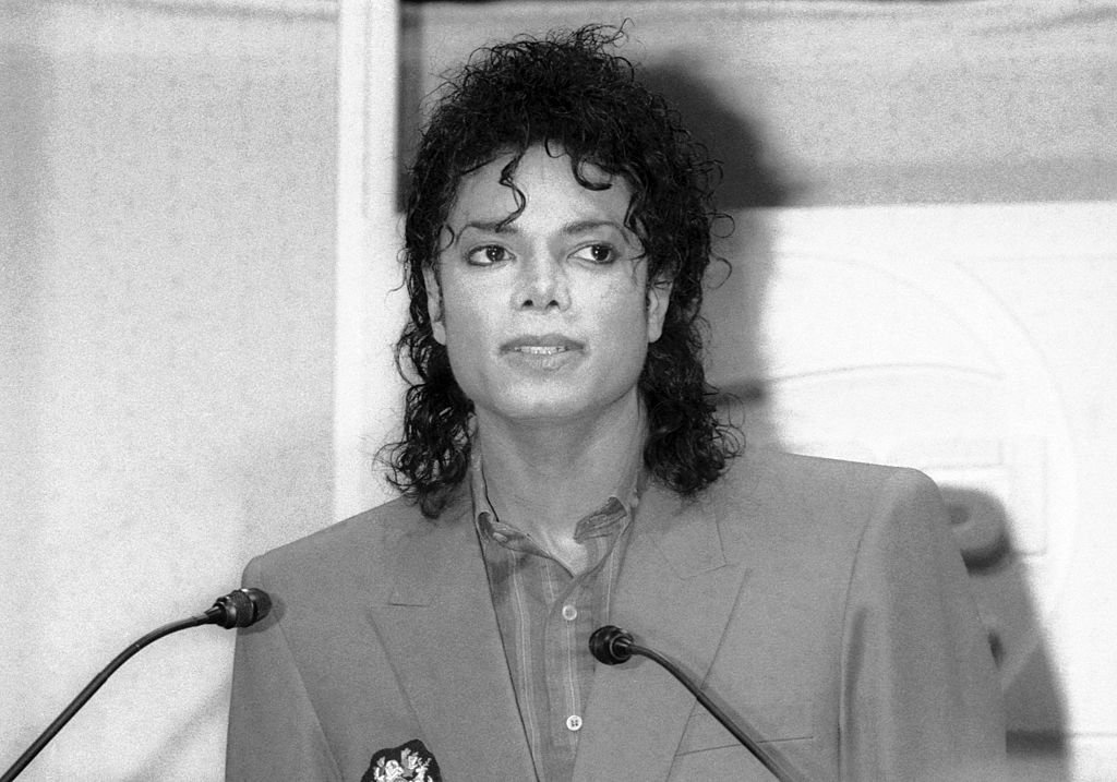 Michael Jackson attends a press conference to donate a cheque for $600,000 to The United Negro College Fund in conjunction with Pepsi-Cola in New York City   Photo: Getty Images