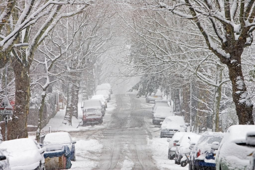 Cars parked in a snow-covered Hampstead street, North London, England, United Kingdom | Photo: Getty Images