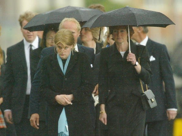 Relatives attend the funeral of Princess Diana's mother Frances Shand Kydd at the Cathedral of Saint Columba on June 10, 2004, in Oban, Argyll & Bute, Scotland. | Surce: Getty Images.