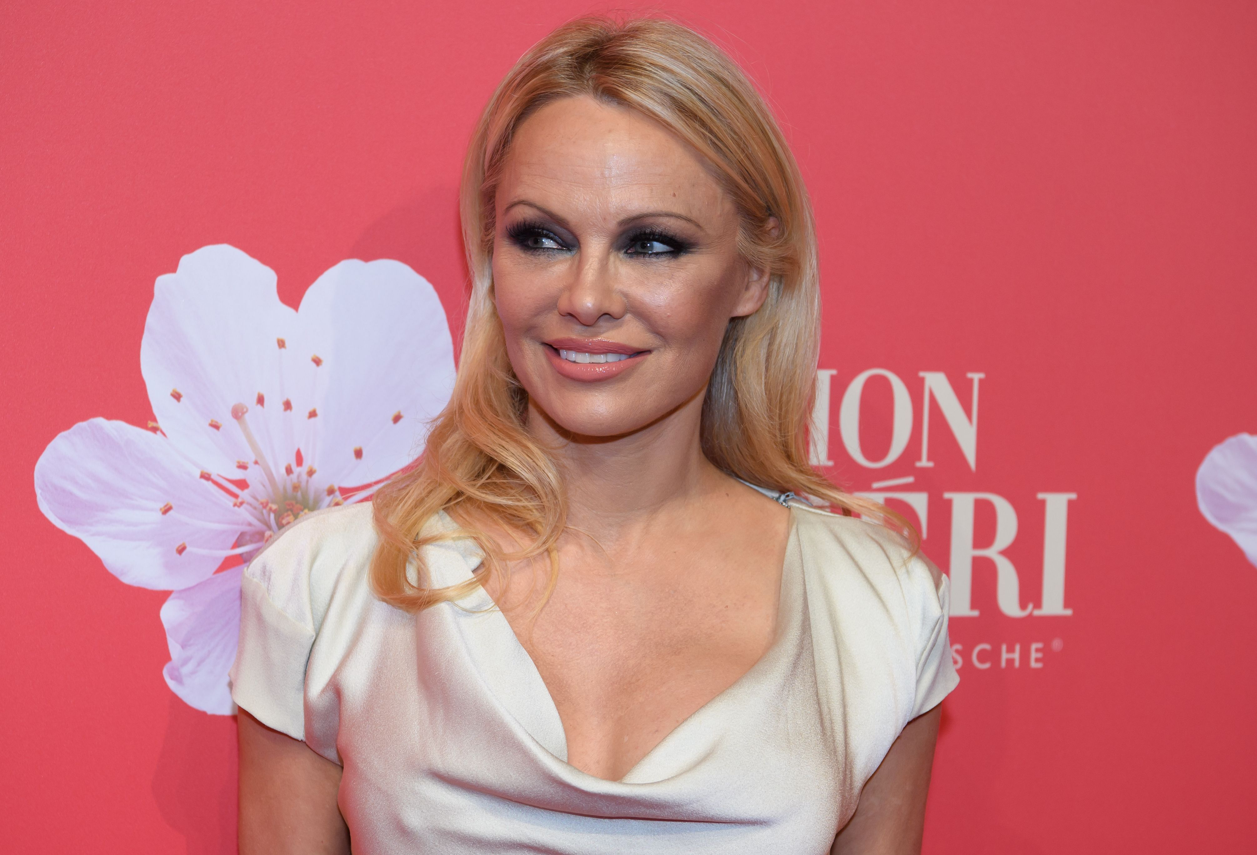 Pamela Anderson atthe Gala at the Mon Cheri Barbara day on December 4, 2018, in Bavaria, München | Photo: Sven Hoppe/dpa/picture alliance/Getty Images