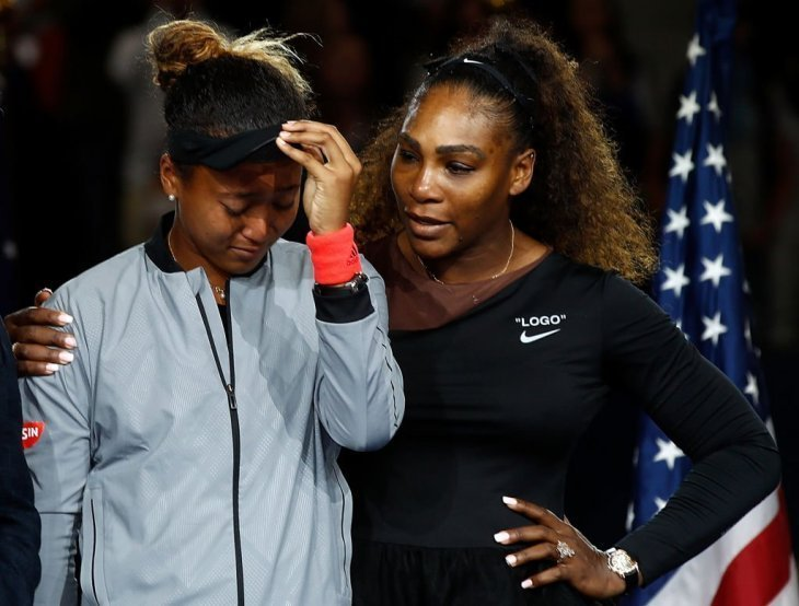 Serena Williams comforting a crying Naomi Osaka after defeating her in the 2018 US Open. | Photo: Getty Images