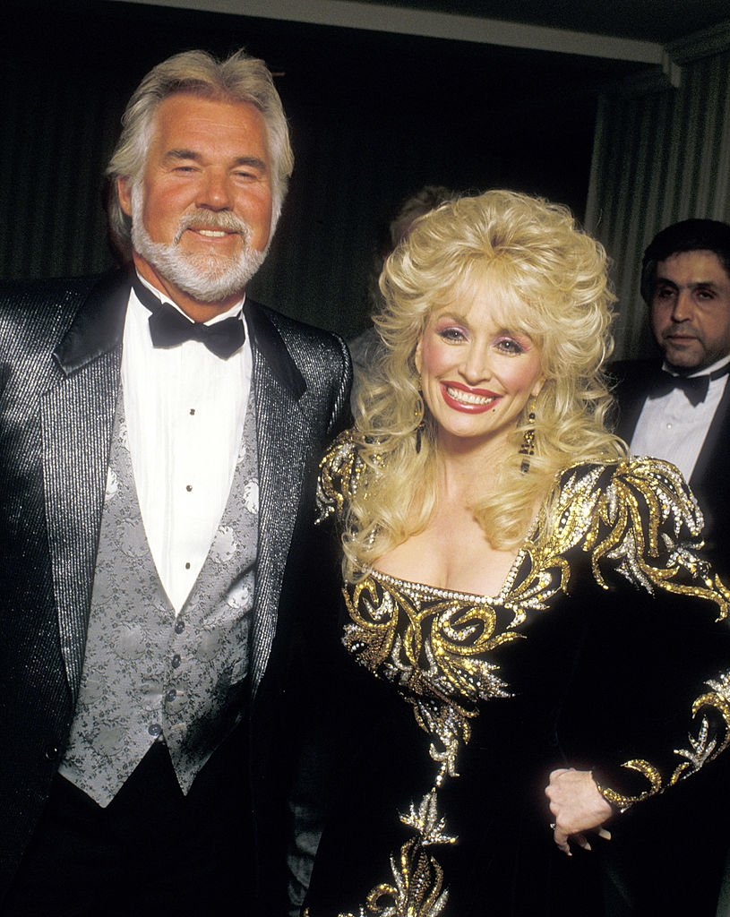 Kenny Rogers and Dolly Parton attend The RP Foundation Fighting Blindness Humanitarian Award Dinner Honoring Frank Bennack, Jr. on April 19, 1988 in New York City | Photo: GettyImages
