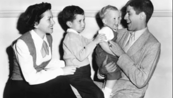 Jerry Lewis, his first wife Patti Palmer, and two of their sons | Photo: YouTube/Sussex Daily News Ver.2