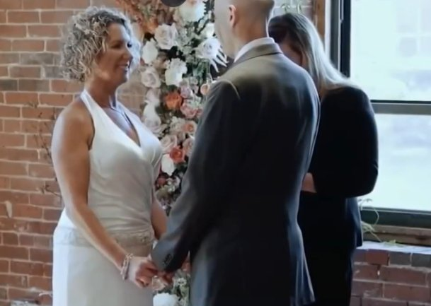 Peter and Lisa Marshal at their vow renewal ceremony in Connecticut. | Source: YouTube/NBC New York