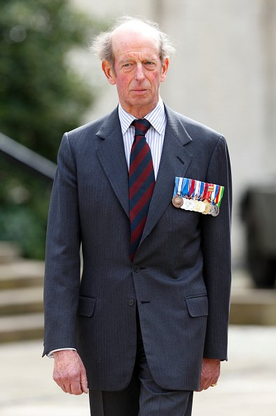 El Príncipe Eduardo, Duque de Kent (en su papel de Coronel) asiste al Servicio Dominical de Recuerdos Regionales de la Guardia Escocesa en la Capilla de la Guardia, Cuartel de Wellington el 14 de abril de 2013 en Londres, Inglaterra.   Fuente: Getty Images