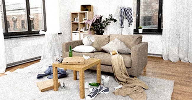 A messy living room. | Source: Shutterstock