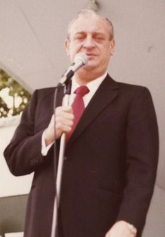 Rodney Dangerfield at the Shorehaven Beach Club in New York in 1978. | Source: Wikimedia Commons