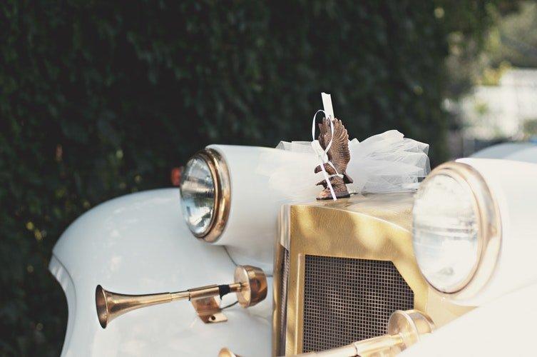 Une tête de cortège blanche | Photo / Unsplash
