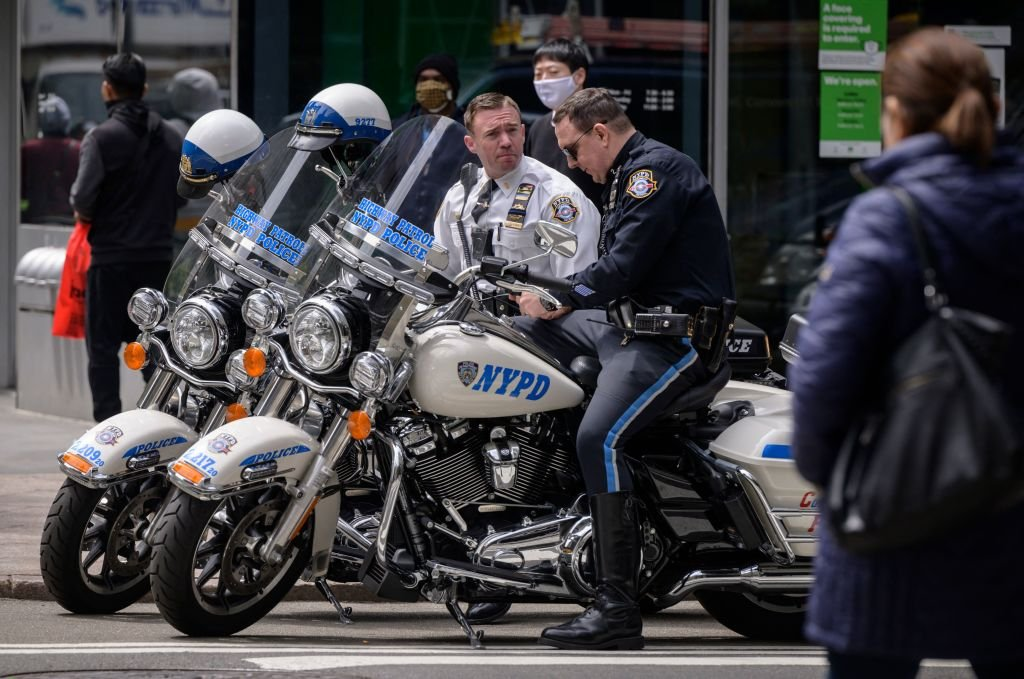 New York Police Department (NYPD) highway patrol officers sit on their motorcycles in central Manhattan on April 27, 2021 | Photo: Getty Images