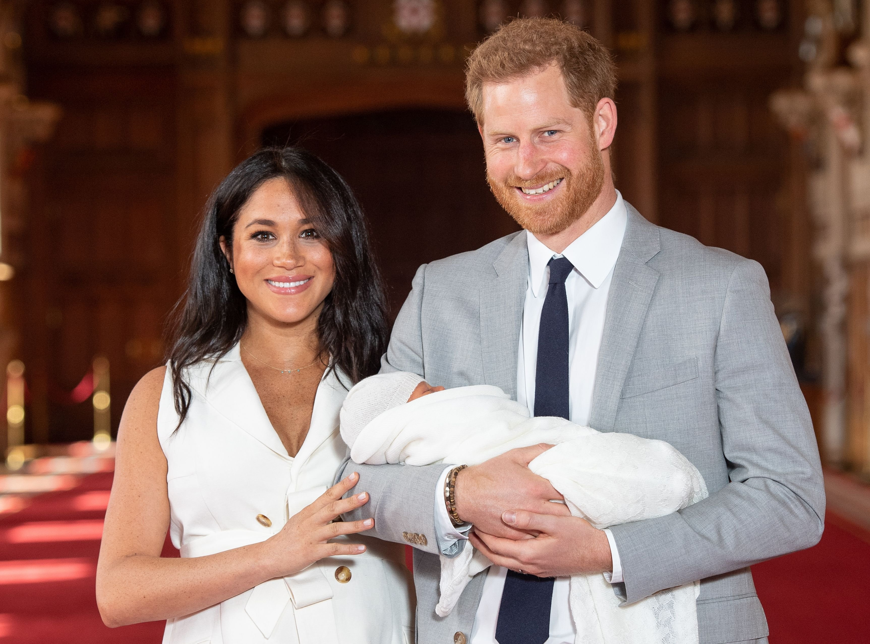 Duchess Meghan and Prince Harry pose for a photo with their newborn baby son, Archie Harrison Mountbatten-Windsor, in St George's Hall in Windsoron May 8, 2019 | Photo:Dominic Lipinski/POOL/AFP/Getty Images