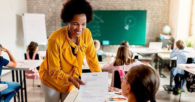 A teacher speaking to her students. | Photo: Shutterstock