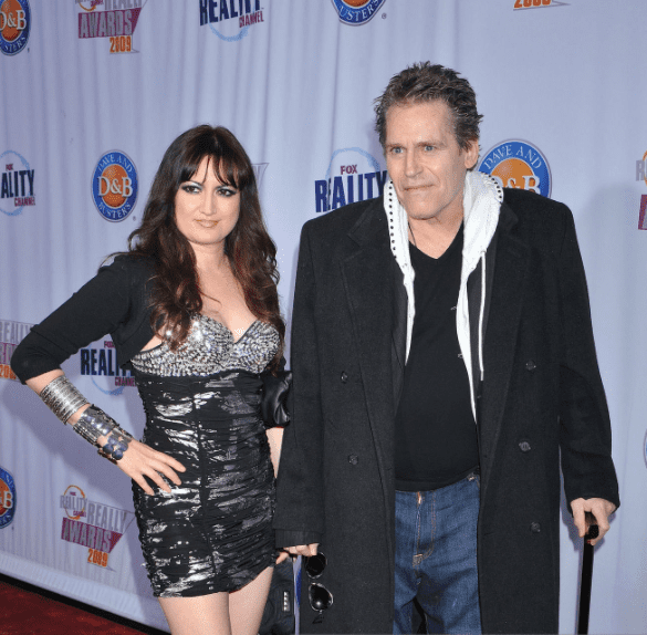 Jeff Conaway and Vikki Lizzi arrive at the 2009 Fox Reality Channel Really Awards at The Music Box at the Fonda Hollywood on October 13, 2009 in Los Angeles, California | Photo: Getty Images