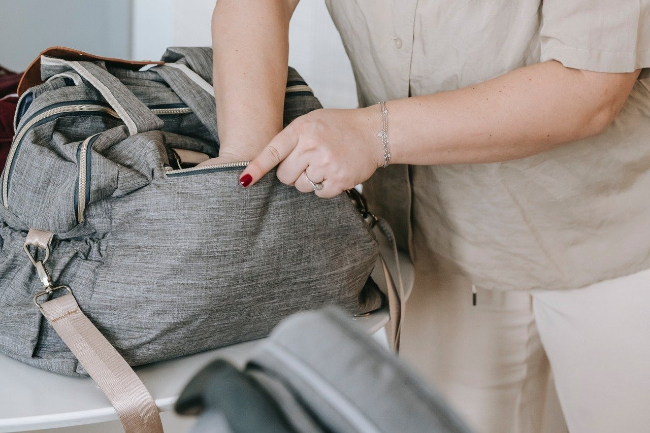 Ella packed everything and was ready to take her grandson away. | Source: Pexels