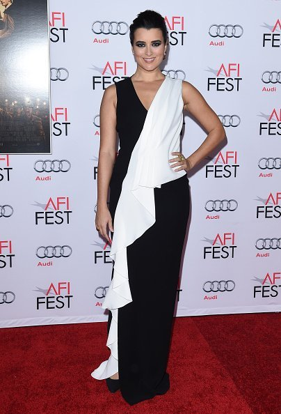 Actress Cote de Pablo arrives at the AFI FEST 2015 Presented By Audi Centerpiece Gala Premiere of 'The 33' at TCL Chinese Theatre on November 9, 2015 | Photo: Getty Images
