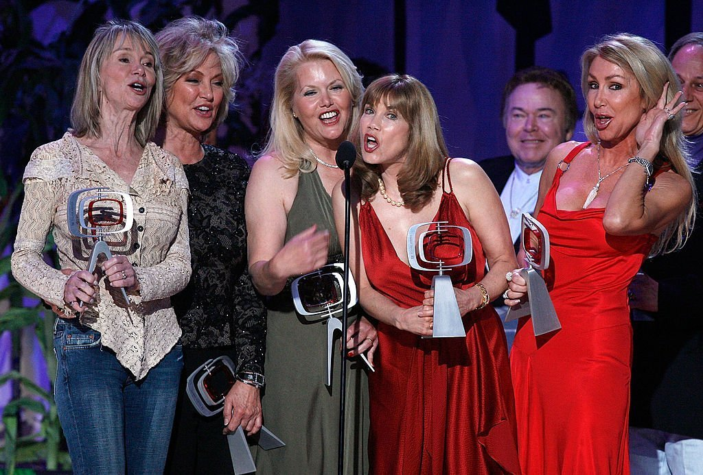 Marianne Gordon Rogers, Gunilla Hutton, Misty Rowe, Barbi Benton, Roy Clark and Linda Thompson accept the Entertainers Award onstage during the 5th Annual TV Land Awards. | Source: Getty Images