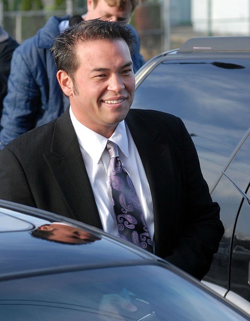 Television reality star Jon Gosselin speaks with the media as he leaves Montgomery County Courthouse after a hearing regarding his divorce from wife Kate Gosselin | Photo: Getty Images