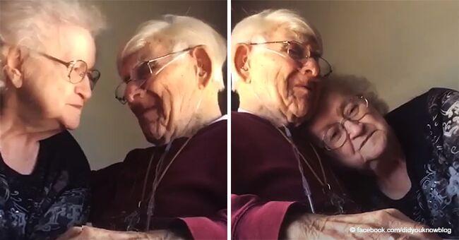 Une vidéo émouvante d'un vieil homme faisant la sérénade à sa femme avec une chanson touchante à l'occasion de leur 70e anniversaire