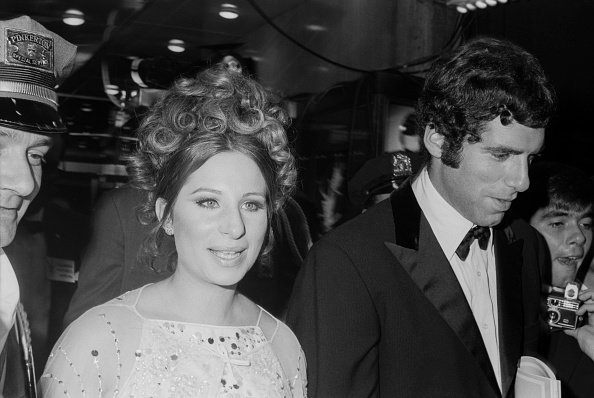 Elliott Gould with Barbra Streisand arriving at a formal event; circa 1970 | Photo: Getty Images