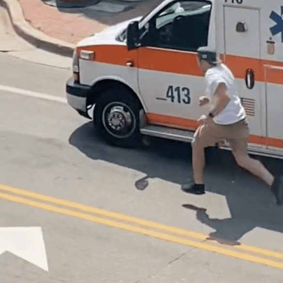 A viral video captured a man as he ran away from the back of an ambulance   Photo: TikTok/meredithscharinge74