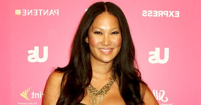 Kimora Lee Simmons' Daughter Ming Shows off Her Curves Wearing a Bra near a Mural with Comets