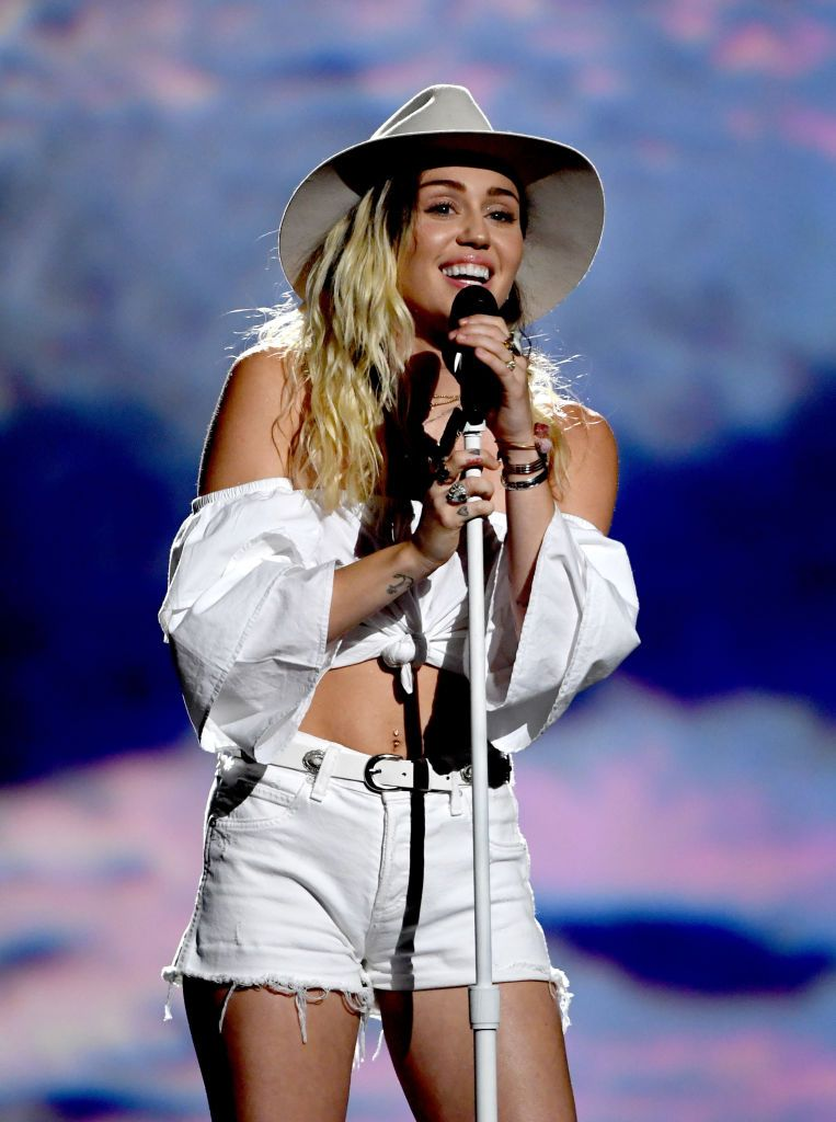 Miley Cyrus performs onstage during the Billboard Music Awards at T-Mobile Arena on May 21, 2017, in Las Vegas, Nevada | Photo: Ethan Miller/Getty Images