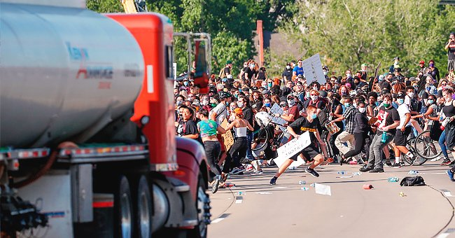 A huge truck driving through a crowd of protesters in Minneapolis | Photo: Twitter/@NBCNews