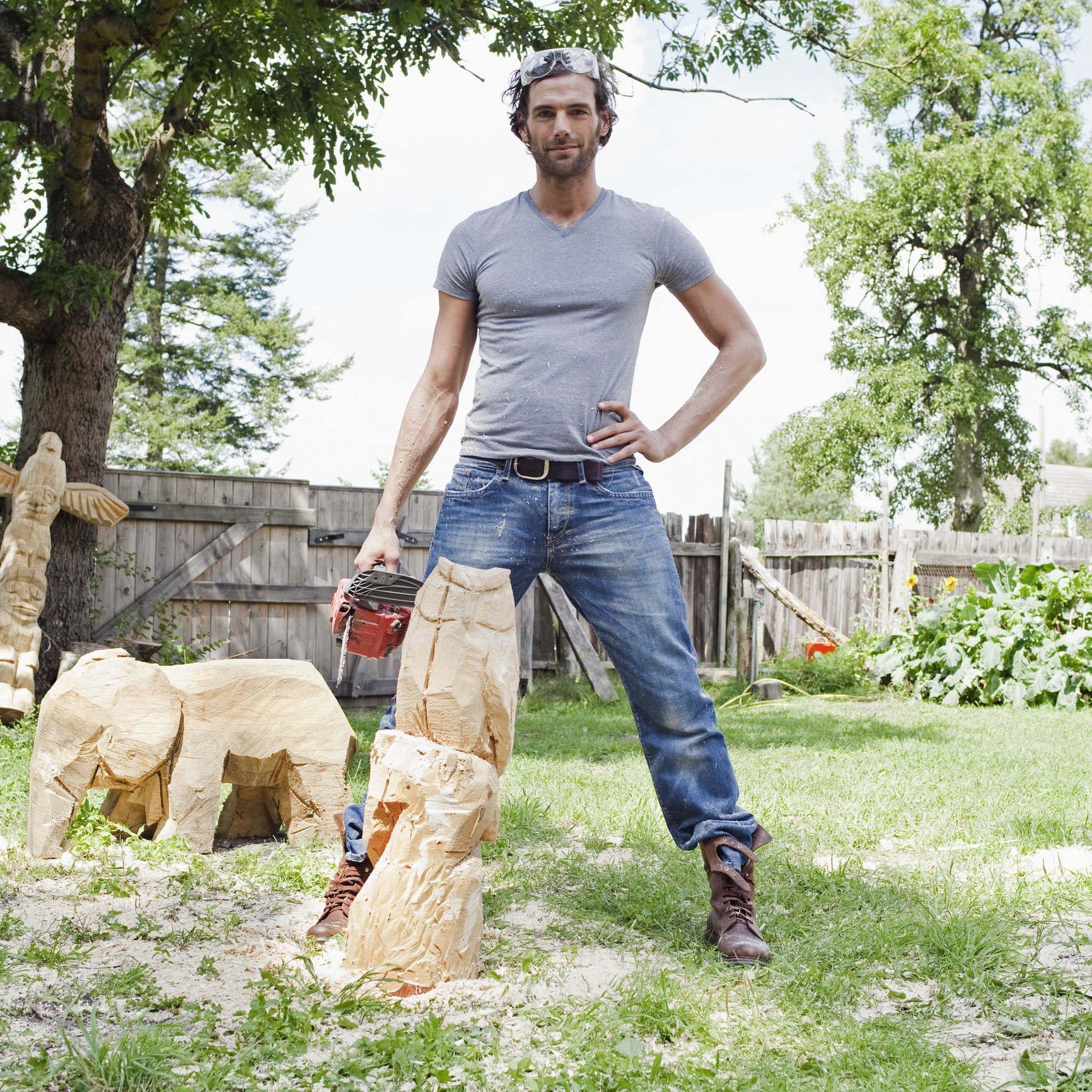 Portrait of young man holding chainsaw. | Photo: Getty Images