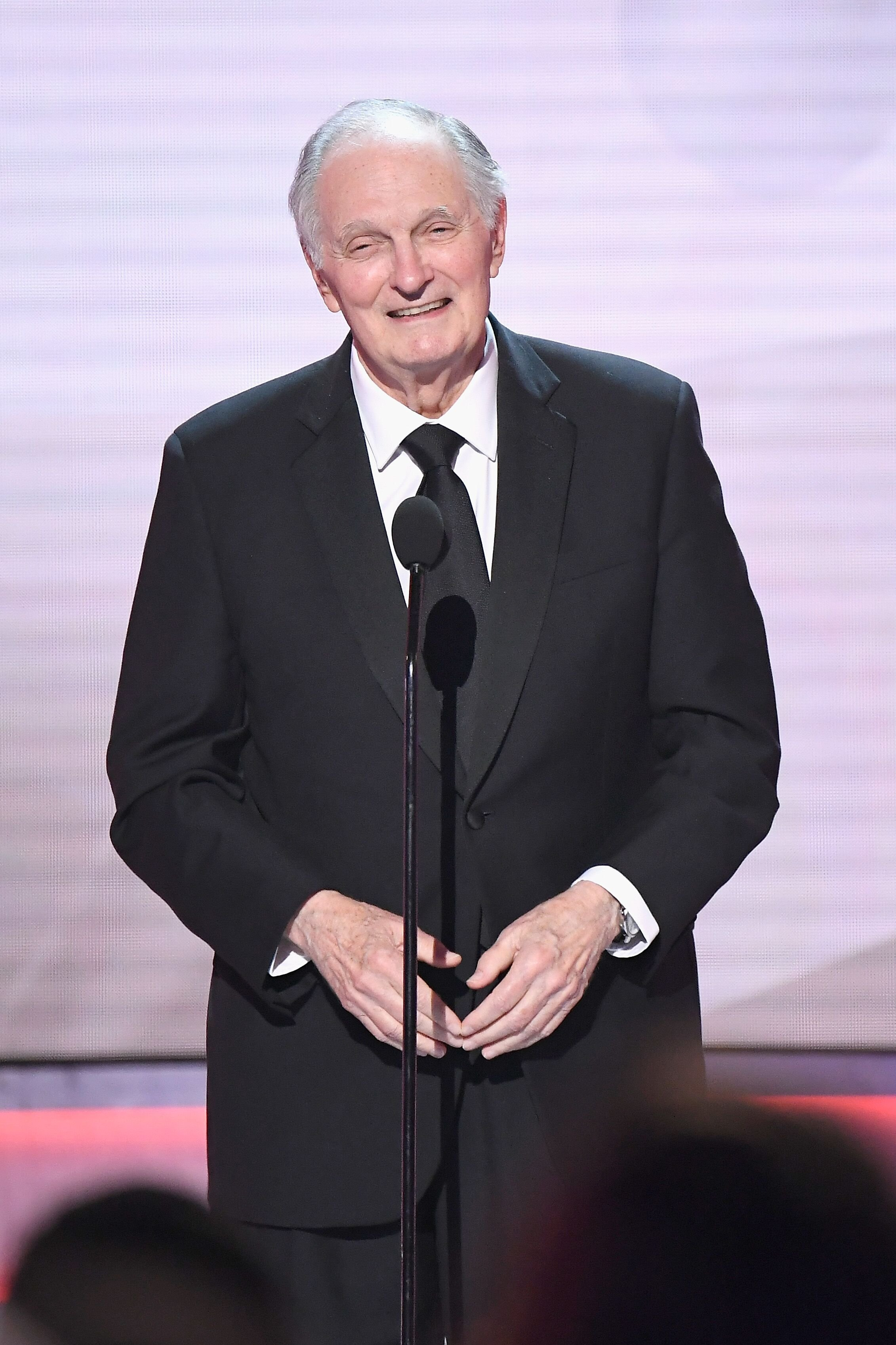 Alan Alda speaks onstage during the 25th Annual Screen Actors Guild Awards at The Shrine Auditorium on January 27, 2019 in Los Angeles, California | Photo: Getty Images
