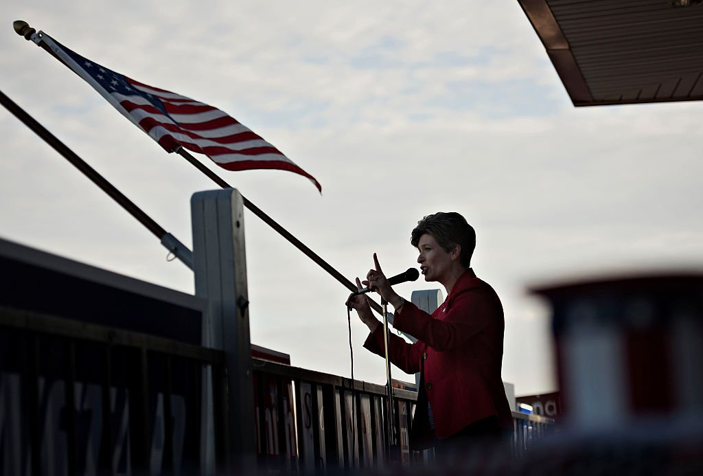 Senator Joni Ernst, speaks during a campaign stop in Davenport, Iowa, U.S., on Thursday, Sept. 25, 2014 | Photo: Getty Images
