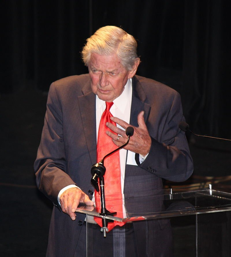 Ralph Waite at The Waltons 40th Anniversary in 2012. | Photo: Wikimedia Commons