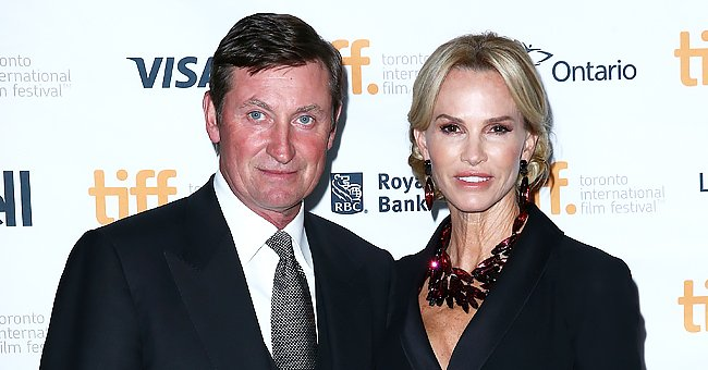 Wayne Gretzky and Janet Jones' Big Family Captured In One Snap To Mark 33rd Anniversary
