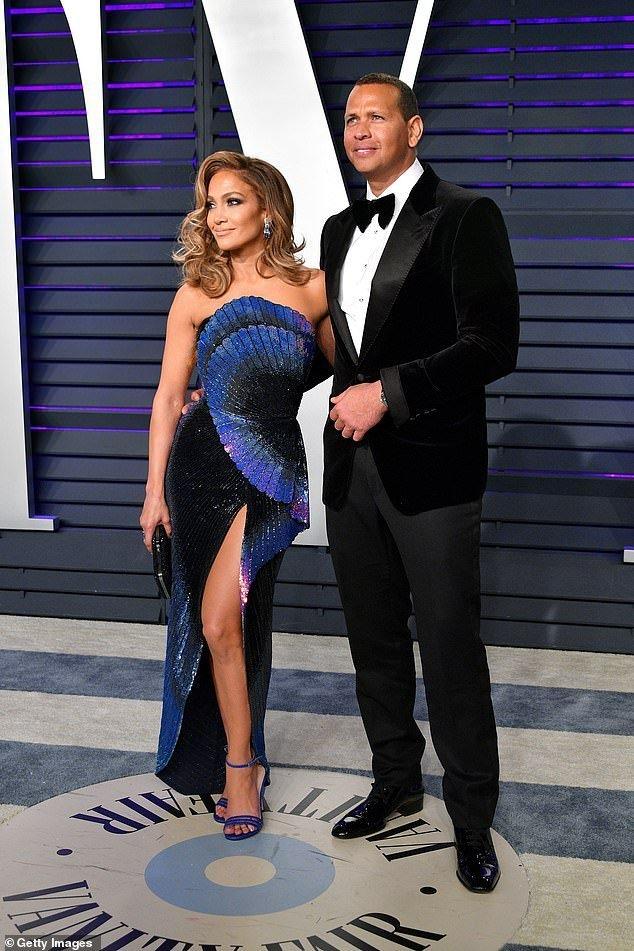 La pareja cambió de look para ir a la fiesta de Vanity Fair. | Foto: Getty Images
